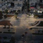 Άναψαν τα φώτα της πλατείας Παναγή Τσαλδάρη στην Κόρινθο (video)